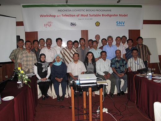 Foto bersama seluruh peserta workshop. Acara ini melibatkan pakar-pakar biogas serta perwakilan dari konstruktor, baik sektor publik maupun swasta.