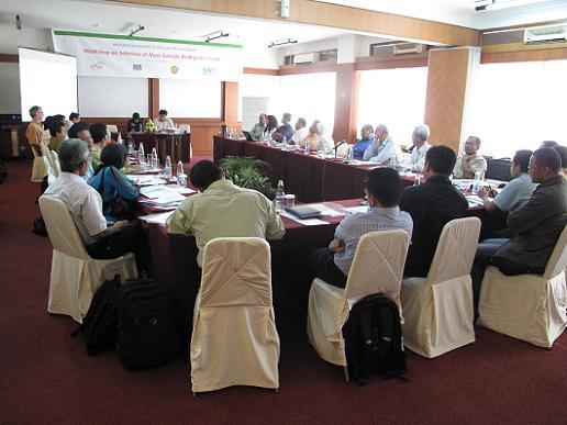 Suasana workshop. Dalam acara ini, fasilitator dari SNV, Prakash C. Ghimire, menyajikan presentasi tentang program biogas SNV di Asia dan Afrika.