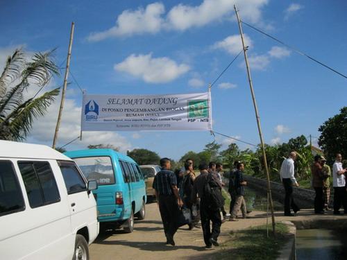 Ucapan selamat datang menyambut para peserta workshop yang melakukan kunjungan lapangan ke desa Gapura, Lombok Tengah.
